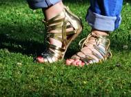 LOVE IT: Sandalele gladiator