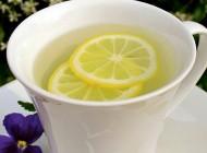 9 beneficii ale consumului de apă caldă cu lămâie